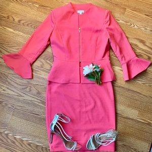 Tahari stylish suit with draping sleeves size 6